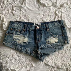 One teaspoon bandits distressed shorts size 32